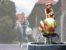 Сообщество королевских чиновников вскладчину построило в столице фонтан с позолоченной фигурой премьера, разрывающего пасть коррупционеру.