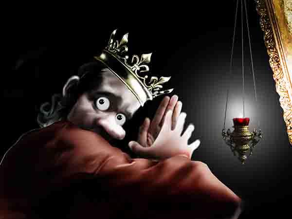 Попросил у богородицы не только пожизненной власти, но и когда уже не буду отражаться в зеркале, так тут же в стену замка ударила молния и высекла «оборзел».